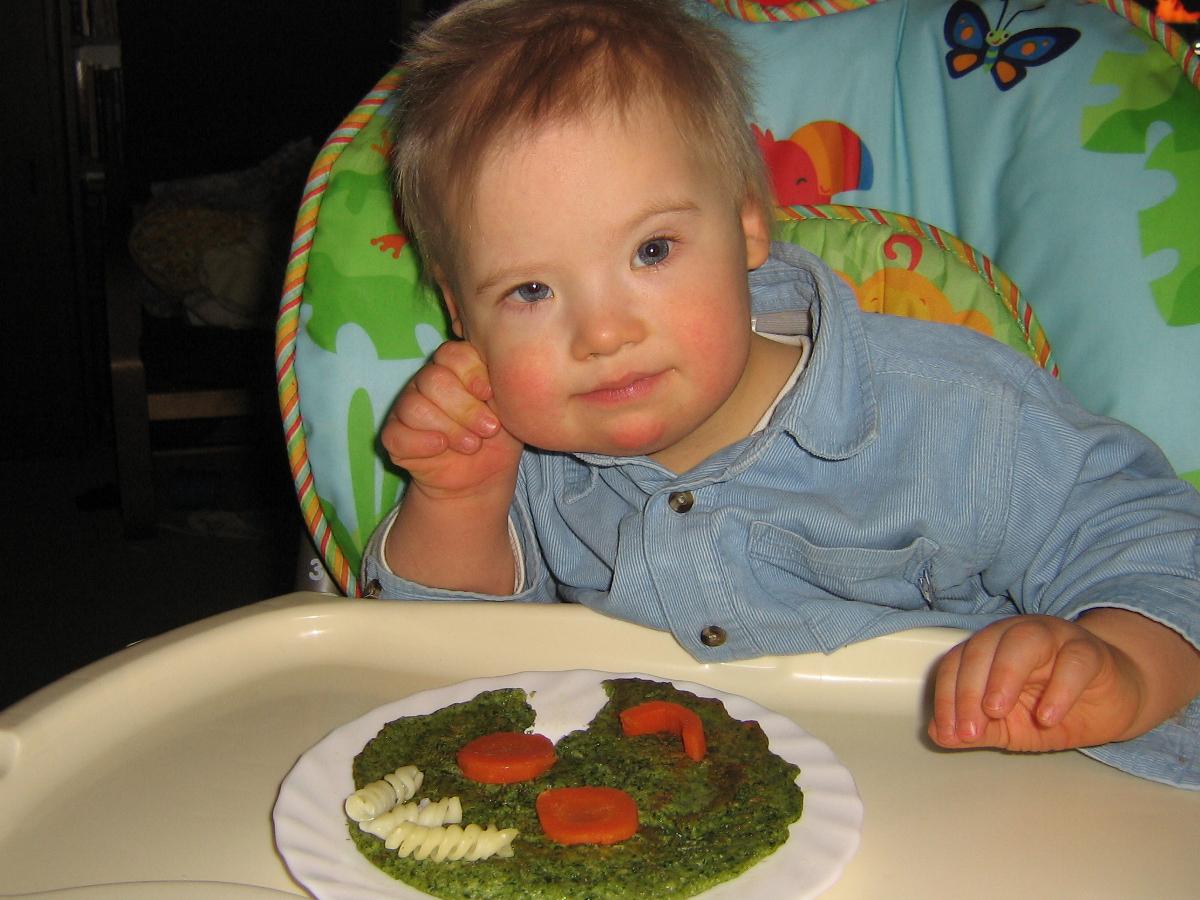 dziecko czeka na karmienie