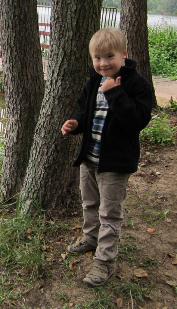sześcioletni chłopiec z zespołem Downa
