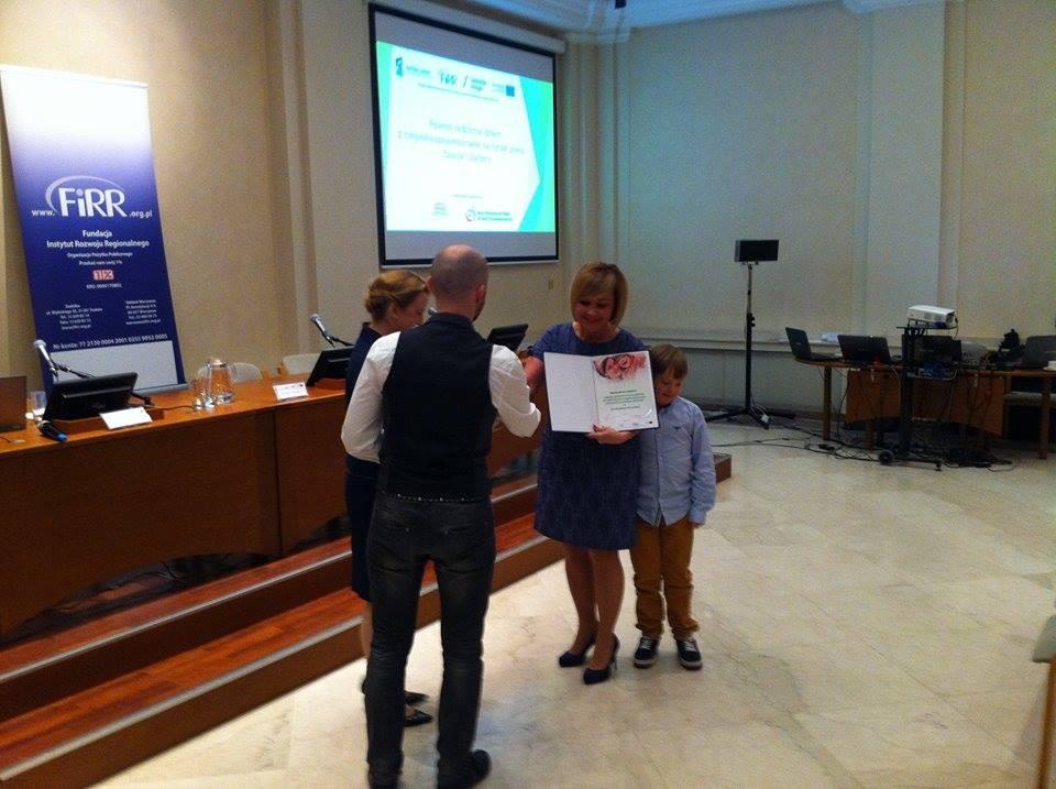 Magda odbiera nagrodę