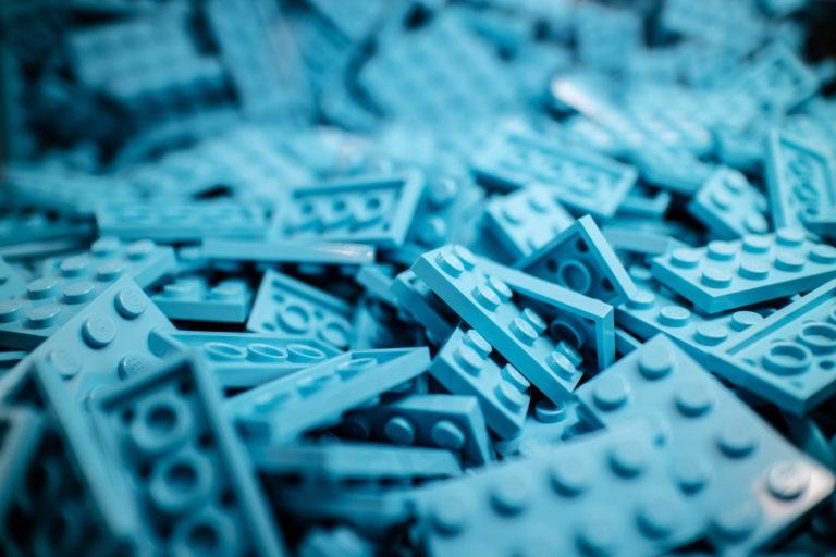 nibieskie klocki lego