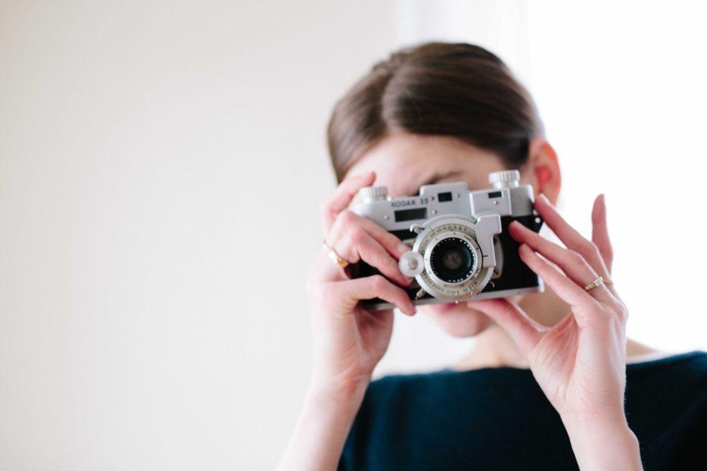 robi zdjęcia