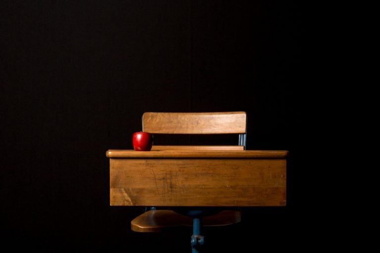 szkolna ławka