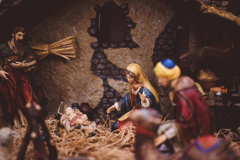 Józef, Maryja i Jesus w grocie