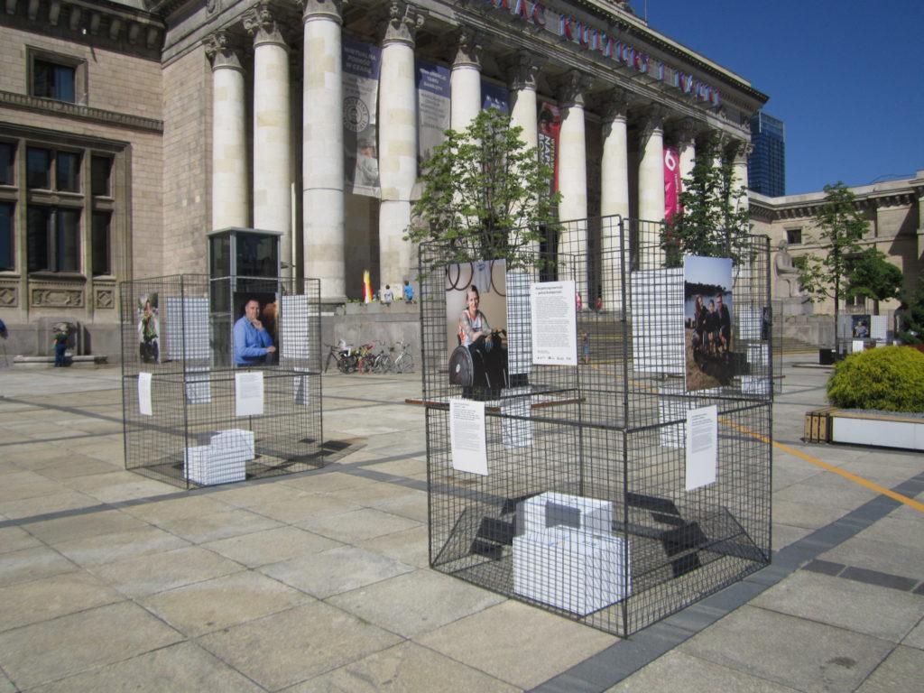 wystawa przed Pałacem Kultury i Nauki -widok ogólny
