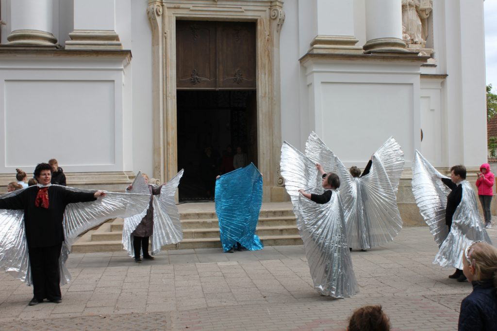 Teatr Balonik wnastępnym tańcu
